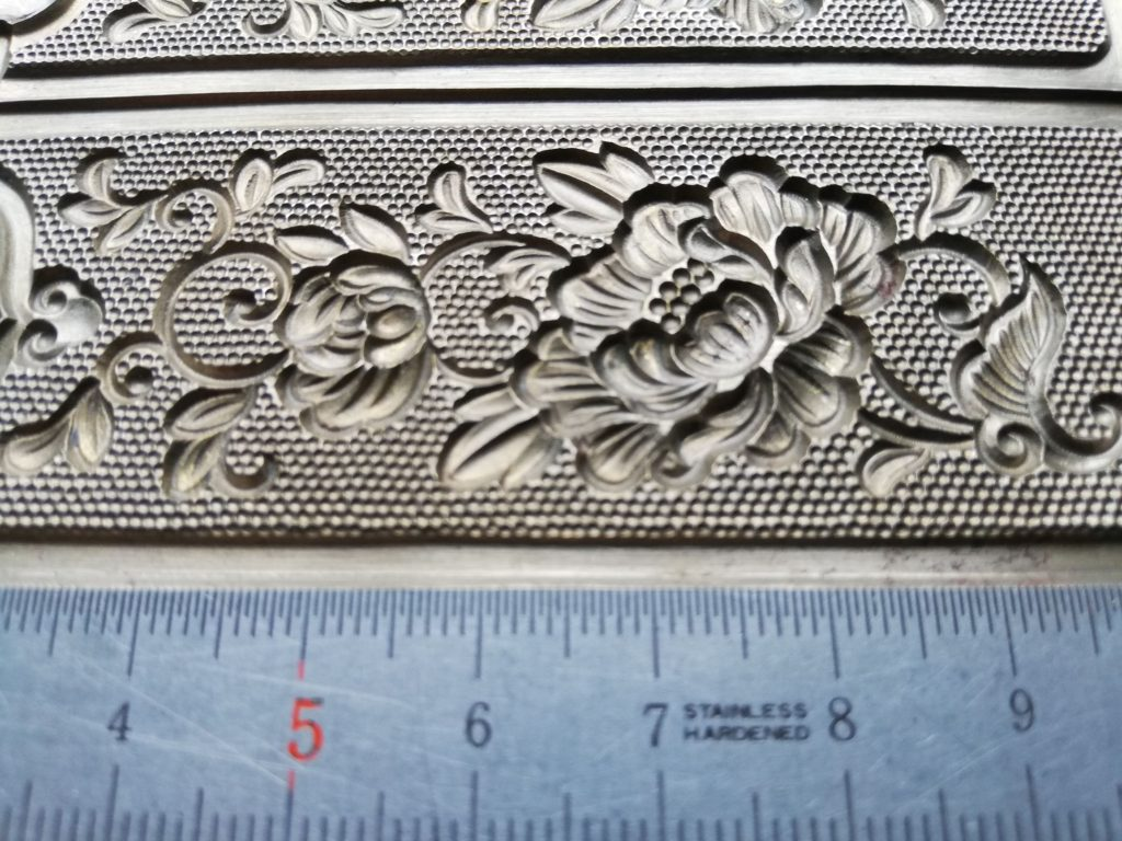 hand-moulded metal mold